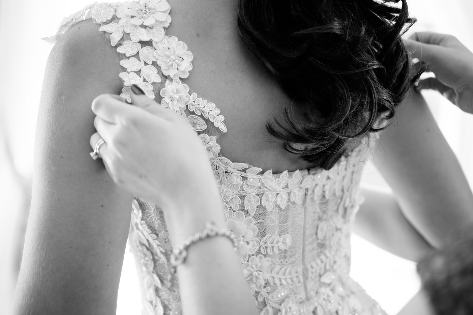 buttoning-wedding-dress